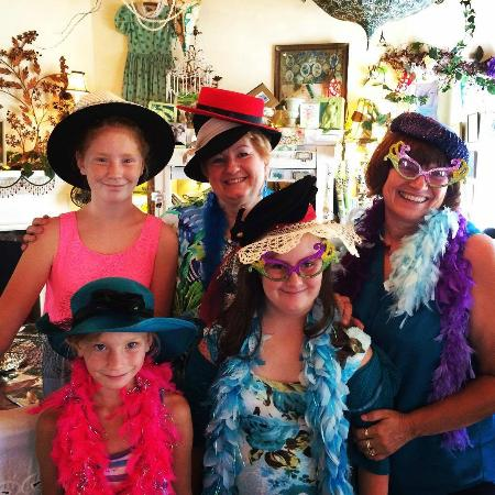 Myrtle Creek, OR: Fun times at our Tea Room