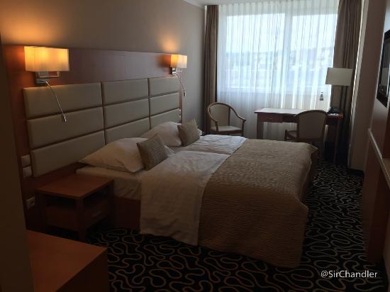 Orea Hotel Pyramida: La habitación