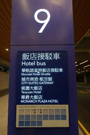 Hotel Novotel Taipei Taoyuan International Airport: 타오위안 공항 셔틀버스 탑승장소