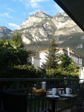 Residence Alle Palme : Zum Apartment gehörende Terrasse im Erdgeschoss