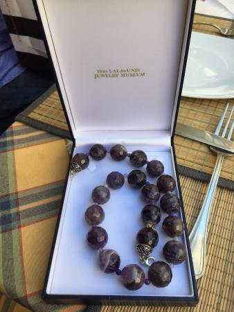 Μουσείο Κοσμήματος Ηλία Λαλαούνη: Beautiful jewelry from the gift shop. Perfect for gifts!!!