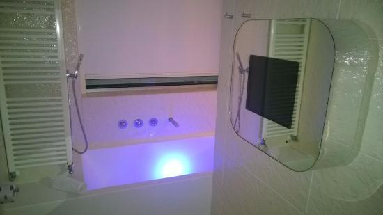 Tv nel bagno picture of i suite design hotel rimini tripadvisor