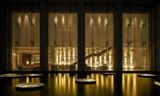 Park Hyatt Chennai: Lobby Night shot