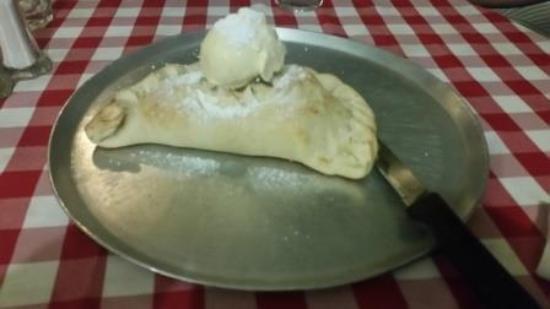 Casa Nostra Pizza & Spaghetti House: The dessert pizza was superb!