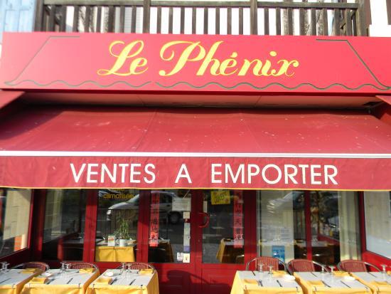 Le Phénix : столики на улице