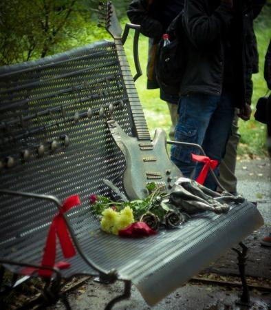 Памятник лидеру группы Король и Шут Михаилу Горшеневу
