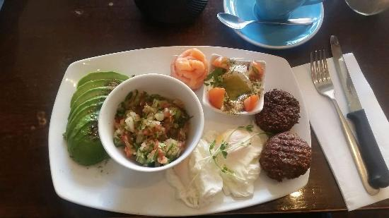 Shenkin Kitchen: My breakfast  - falafel was extra added on and there is also 2 round flat roll/breads not in sho