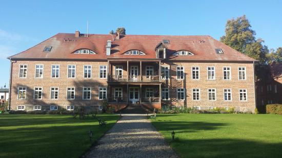 Romantik Hotel Gutshaus Ludorf: Gutshaus vom Park aus.