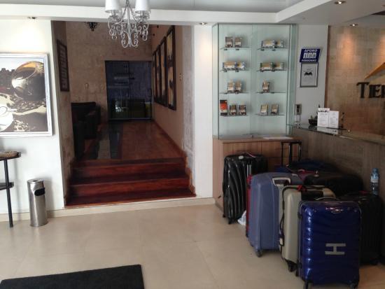 Tierrasur Hotel : Fra resepsjoen (ut mot rommene i bakgården)