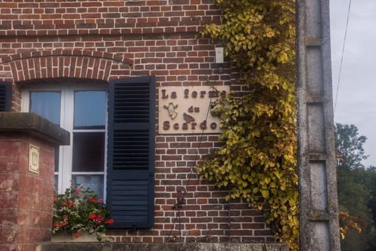 Neufmoulin, France : L'enseigne