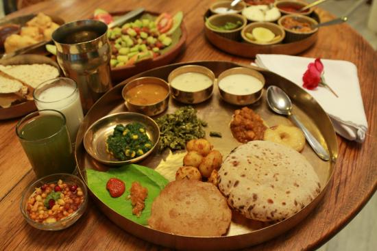 Agashiye Gujarati Thali