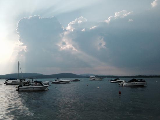 Hotel Diaporos: Вид когда небо хмурится.