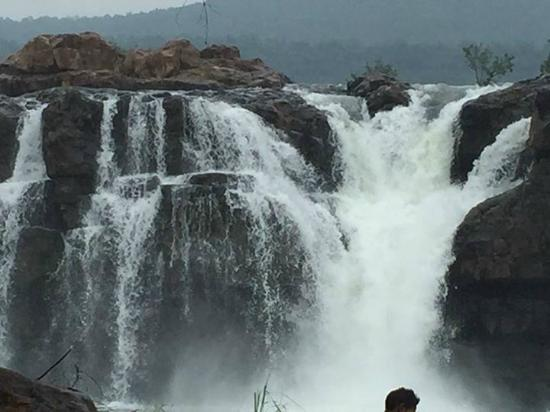 Khammam, Ινδία: The wonderfull falls like Nayagara