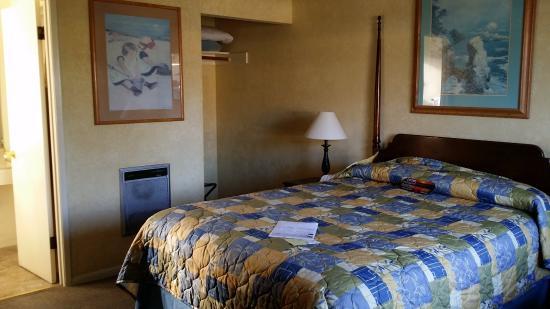 Creekside Inn: room