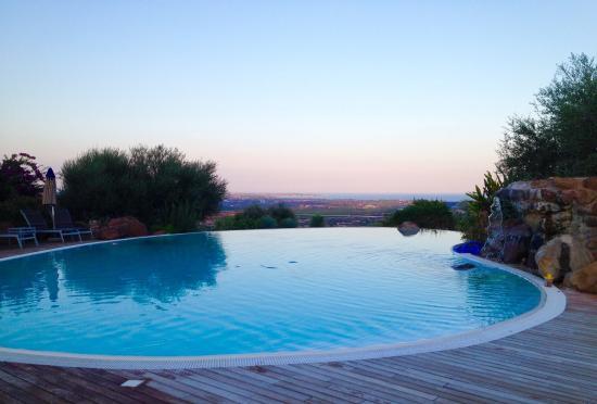 Borgo Alto Country Hotel: Piscine avec très beau point de vue sur Syracuse