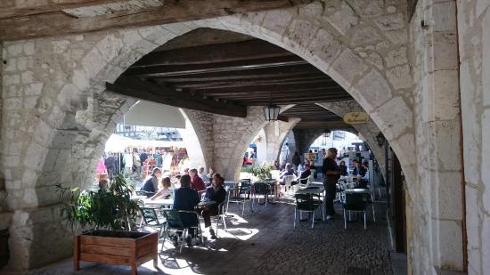 Cafés/restaurants under the arcades in Eymet - Photo de La Maison ...