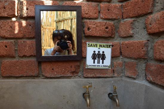 UrbanCamp.net - Camping, Leisure, Windhoek: The showers