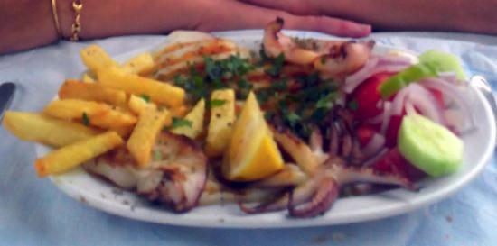 Piso Livadi, Grecia: Salade,sèches plancha + frittes