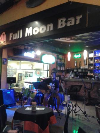 Fullmoon bar and Cocktails