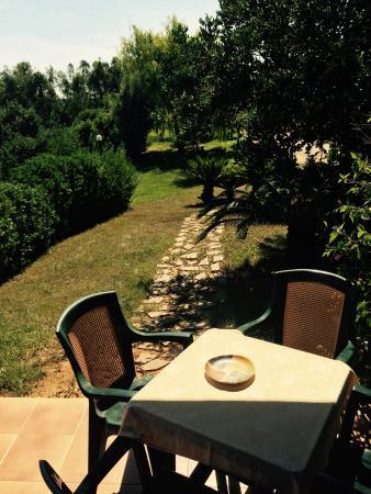 Tottubella, Italia: vista appena fuori dalla camera