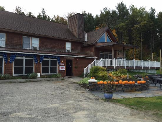 The Stamford Motel & Restaurant: view of attached restaurant, front office