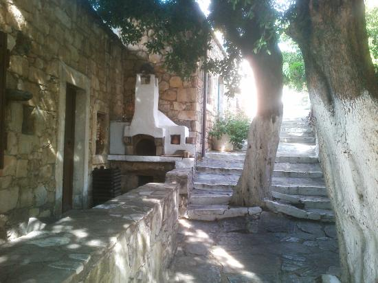 Arolithos Traditional Cretan Village: Ruelle