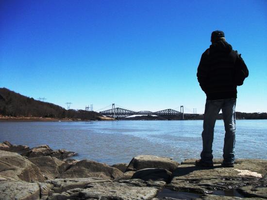 Admirez le fleuve et les ponts de qu bec au printemps for Semer le gazon au printemps