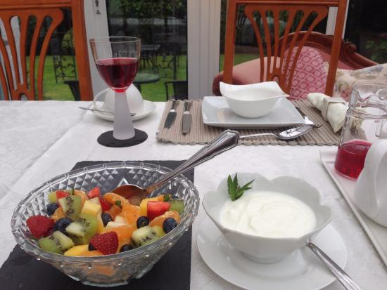 The Roods Bed & Breakfast: World Famous Fruit Salad!