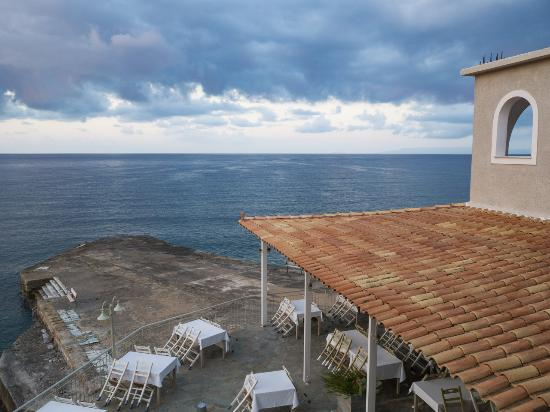 Les Sirenes (Gorgones): Early morning view from our balcony
