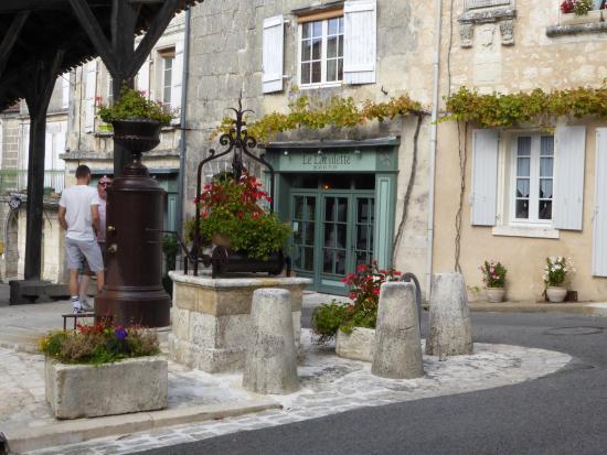 Villebois-Lavalette, França: La Lavalette