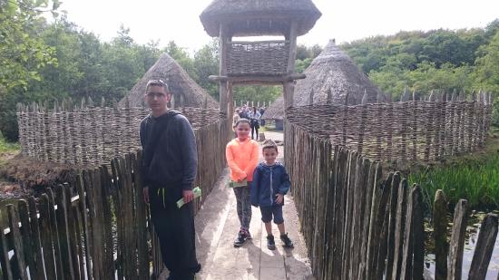 Sixmilebridge, Irlanda: Outside entrance to crannóg