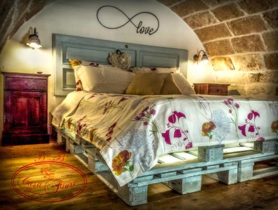 Camera da letto con pietra a vista - Foto di B&B Casa Fiore ...