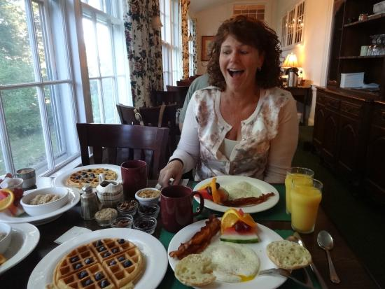 Homeport Inn: Breakfast, you want breakfast?