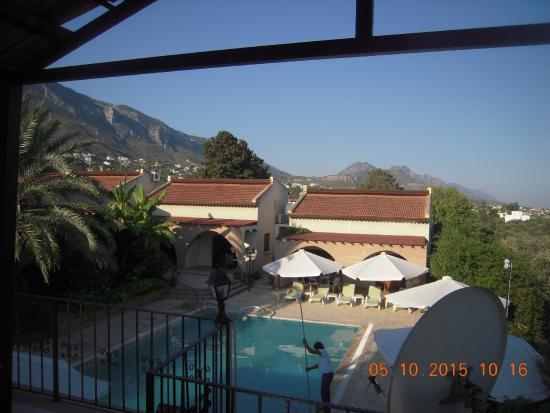 Ozankoy, Cypern: Внутренний двор с бассейном