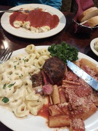 Blasdell, NY: Calabrese Platter and Manicotti