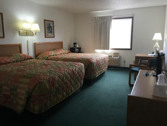 Americas Best Value Inn Grand Forks: Standard Double Bed