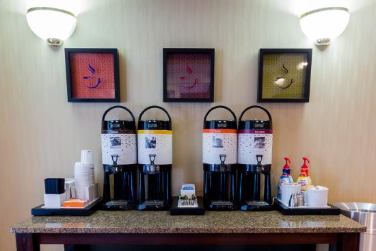 Hampton Inn Sturbridge: 24 Hour Coffee Station