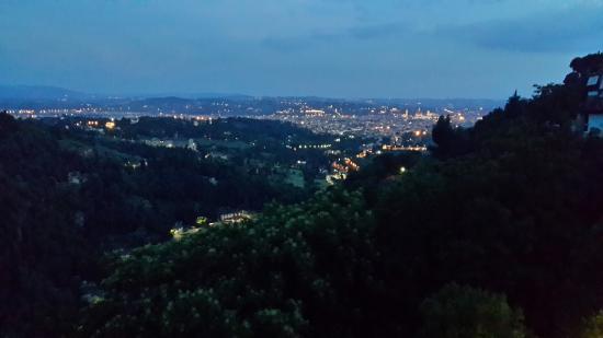 Eden Rock Resort: Vista desde la habitación hacia la ciudad de Firenze