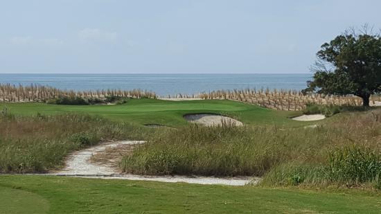 Bay Creek Golf Club : Par 3  Beautiful Setting