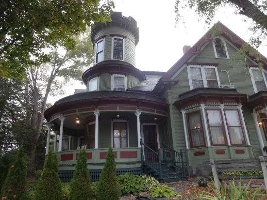 Maplecroft Bed And Breakfast: Unique and Wonderful