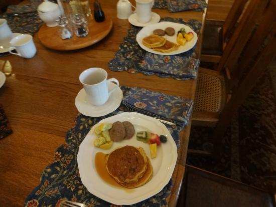 Maplecroft Bed And Breakfast: Yasunari's Breakfast!!