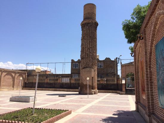 Khoy, Iran: Tower next to tomb