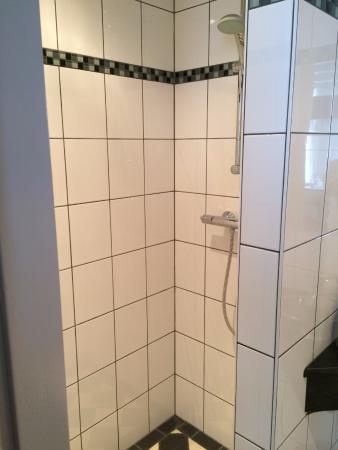 B&B Quartier Neuf : Nice shower
