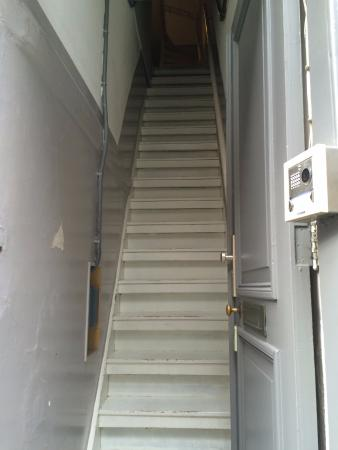 B&B Quartier Neuf : First set of stairs as soon as you enter
