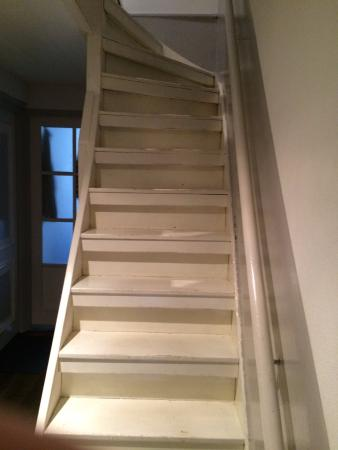 B&B Quartier Neuf : Stairs leading to second floor