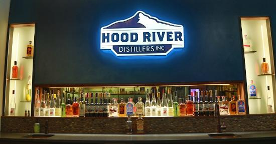Hood River, Oregón: Our newly renovated tasting bar offers an assortment of Premium products