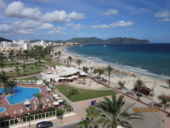 Protur Playa Cala Millor Hotel: View to the left towards cala bona from our room 626