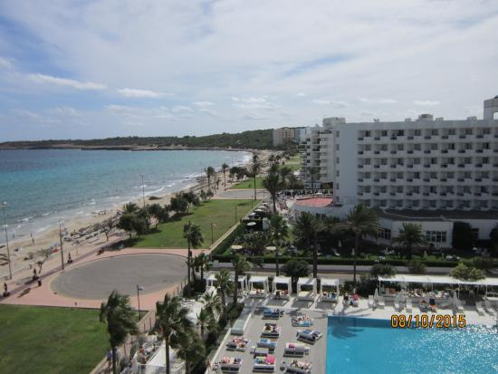 Protur Playa Cala Millor Hotel: View to the right of our room 626
