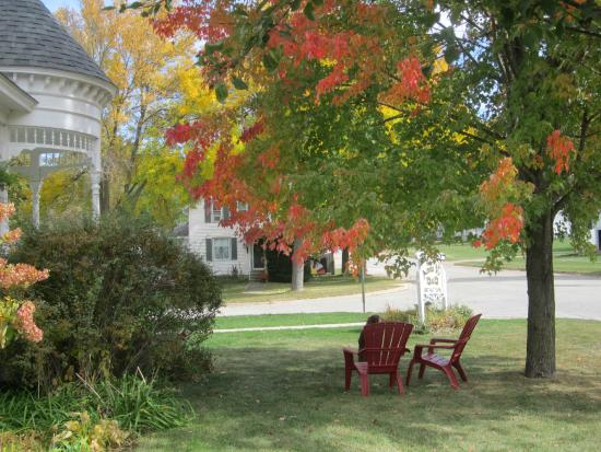 Anna V's Bed and Breakfast: Fall Colors at Anna V's