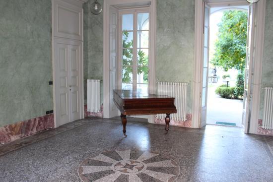Hotel Il Portico: beautiful hall with a piano